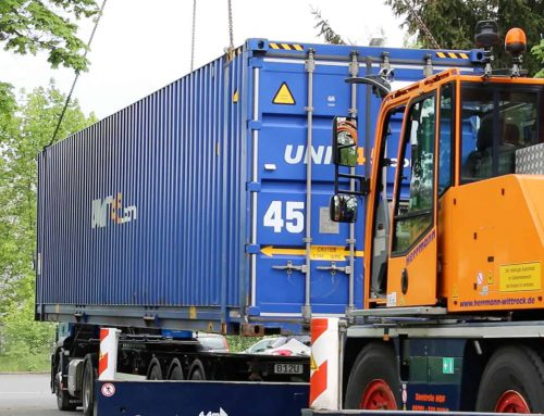 Anlieferung des ersten Containers